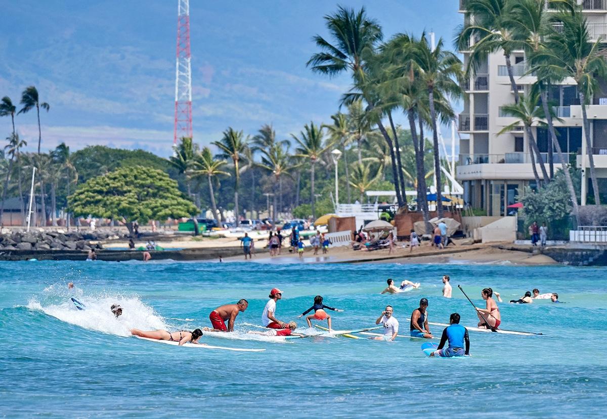 learn to surf in Waikiki