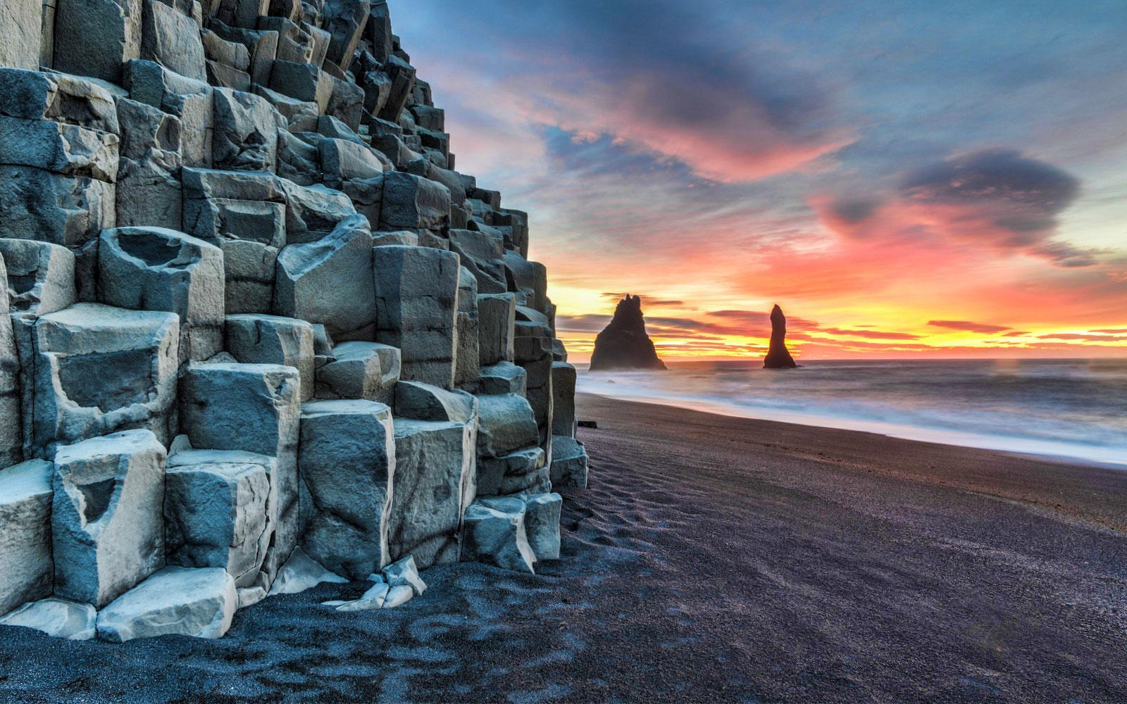Icelandic black sand beach - Reynisfjara